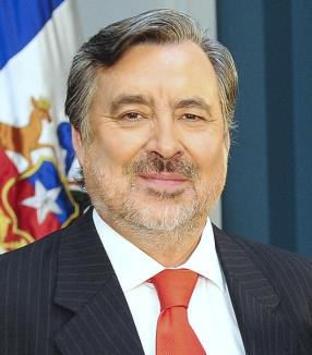 Candidato presidencial senador Alejandro Guillier, polémica por informes de asesores con plagios